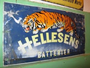 HELLESENS Batterier - allu/blik skilt str. 20 x 39 cm