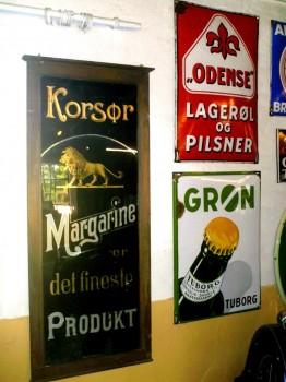 Korsør Margarine er det fineste Produkt - glasskilt - måske 100 år gl.